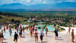 Türkiyə bu il turist axınını 70 %-dək artacağını gözləyir